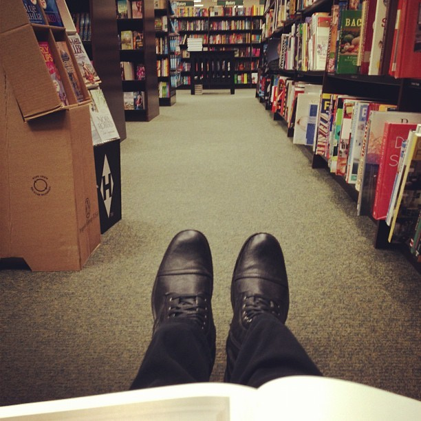 How I spend my free time 📖📚 (at Barnes & Noble)