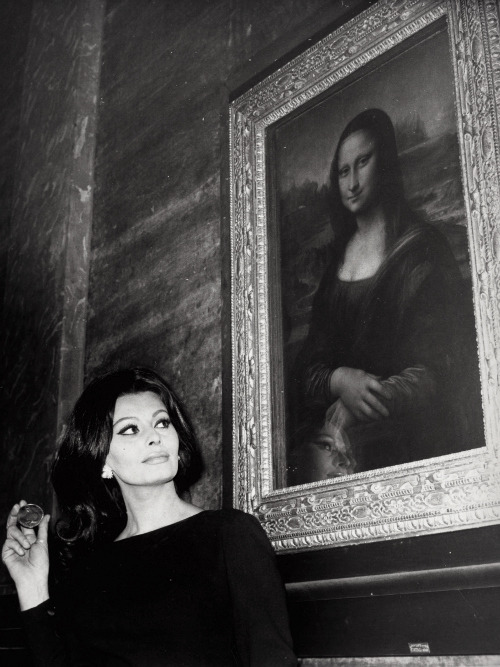 Sophia Loren visits the Musée du Louvre. Paris, February 1964.
