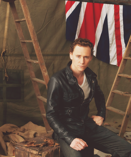 1/200 photos [✖] BRITISH GQMF : Tom Hiddleston