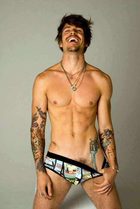 Reblog if you like hot guys with tattoos.