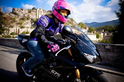 Leah (Stunts) Petersen rollin' on her Triumph Daytona 675.