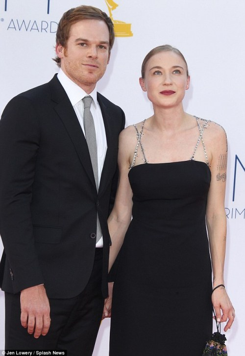 The 41-year-old actor took to the red carpet last night with his new girlfriend, book critic Morgan Macgregor. The couple affectionately held hands as they walked the red carpet at the 64th annual ceremony in Los Angeles. It was the first time that the star had been out in public with the Canadian book critic – reportedly his first significant romance post divorce. The actor looked a little nervous at first, but soon loosened up when he spotted fans watching the red carpet entrances and began waving. Michael and Morgan are said to have been dating since May 2012 and the couple are clearly now serious enough to be making public appearances together.  via la nuova fidanzata di Dexter si chiama Morgan… se non è destino questo! E poi resta tutto in famiglia…