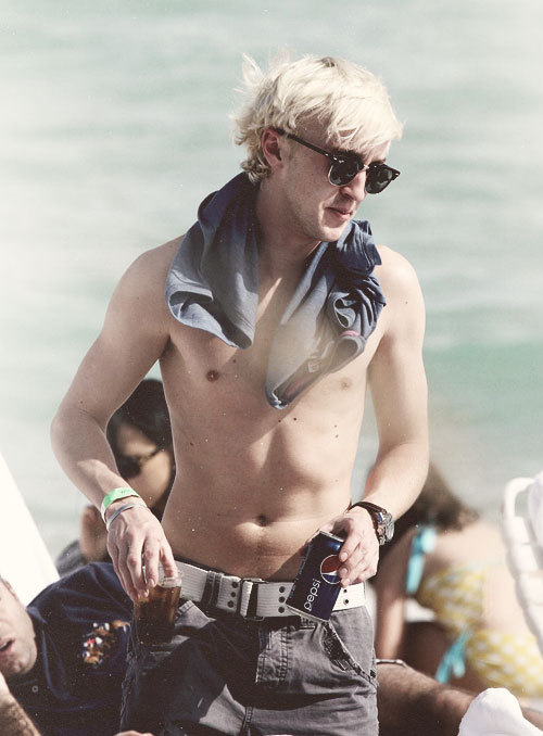 draco-theever-malfoy:  Pepsi commercial right here