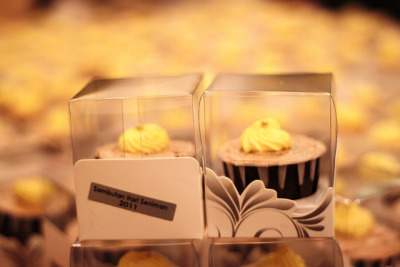 BJC013-2011. Doorgift cupcakes for Kak Munah @ Kementerian Penerangan,KPKK (RM2.30/pcs with clear box). by impiankitchen@gmail.com on Flickr.