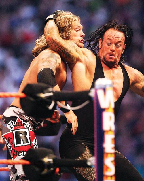 droptoehold:  Undertaker vs Edge - WWE WrestleMania XXIV [3/30/2008] The look on the Phenom's face here is priceless.