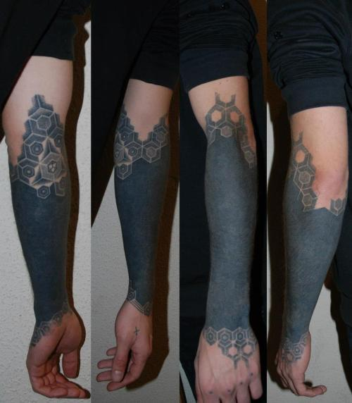 fuckyeahblackwork:  My arm. All handpoked by SANONDEROR