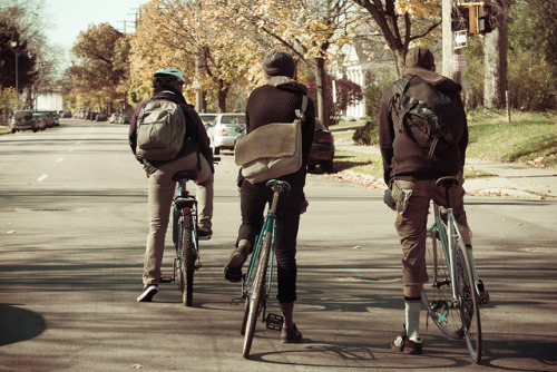 stevendepolo:  Hipster Fixie Bicyclists November 01, 20102 on Flickr.  I need more bicycle friends.