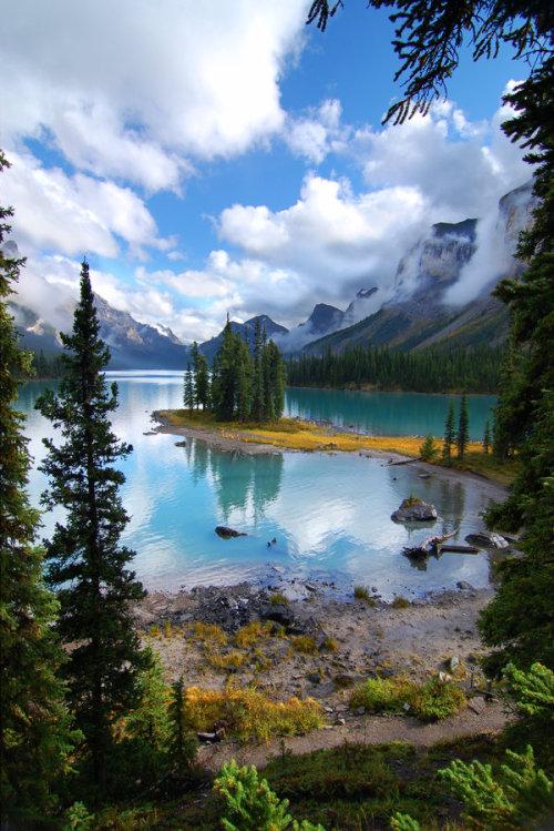 laevitas: maligne lake