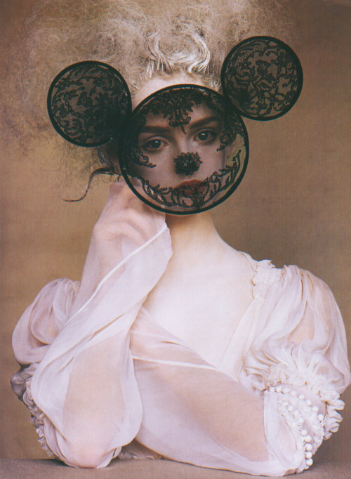 framenoir:  Lisa Cant photographed by Irving Penn for Vogue in 2005