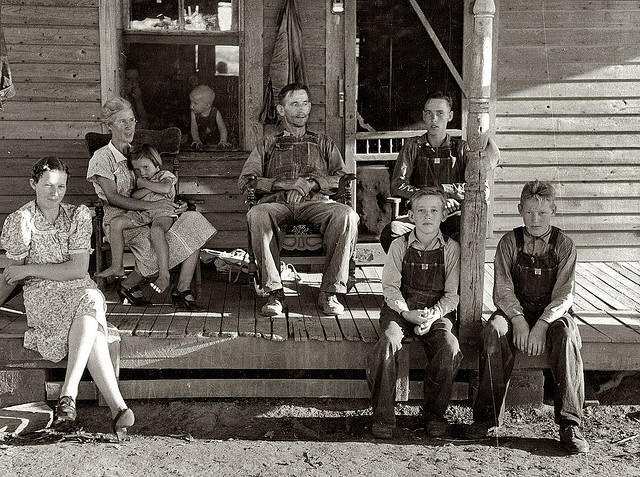 1938-Family on the Porch by ozfan22 on Flickr.