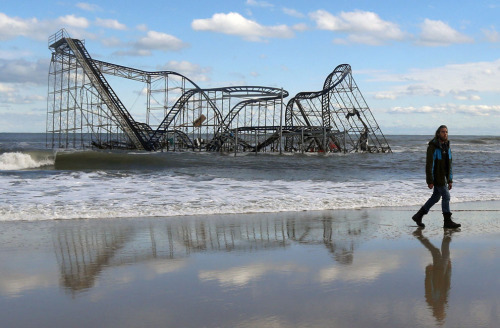 mylestanzer:  interweber:  Hurricane Sandy: The Aftermath //The Atlantic  Can we just talk about how fucking scary the roller coaster in the water is?