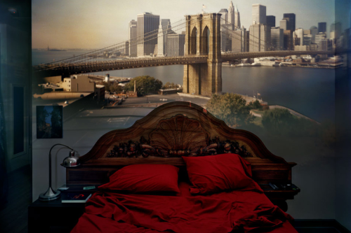 mpdrolet:  View of the Brooklyn Bridge in bedroom, 2008 Abelard Morell