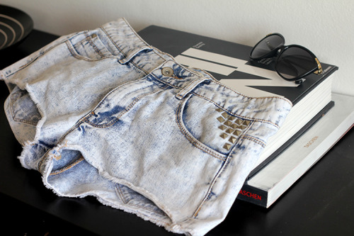 evoleur:  WANT THEM CUTOFFS