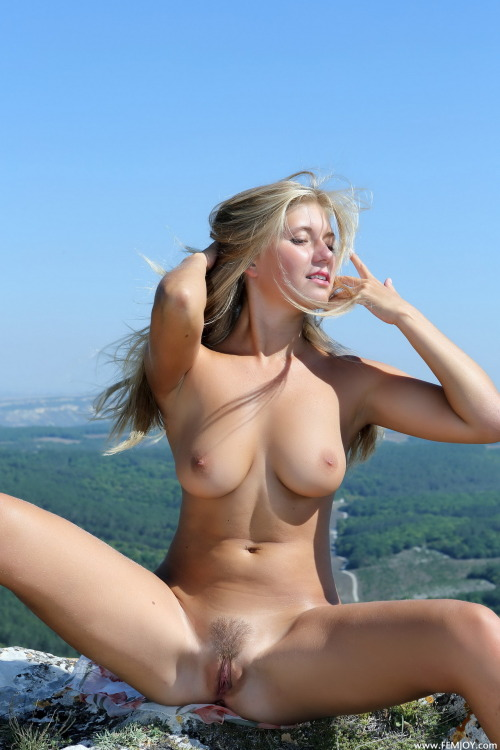 WOW…Very Hot and Sexy Pic!… More: http://2HORNY247.COM