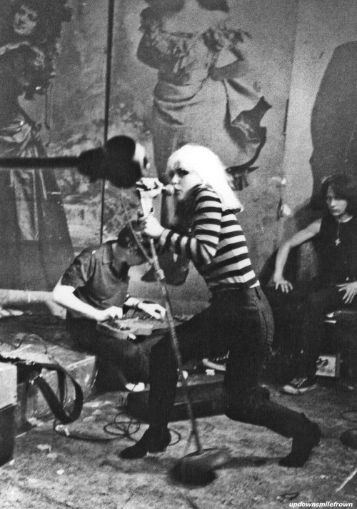 updownsmilefrown:  Chris Stein and Debbie Harry of Blondie with roadie, Michael Sticca, CBGB, New York City, 1977 by Justin Borucki