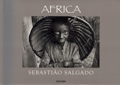 "© Sebastião Salgado, photo book ""África"" After last seeing it in Portugal I finally decided to buy Salgado's book ""Africa"", and I don't regret it. Wonderful book, beautiful pictures & moving stories. ""In the footsteps of courage and catastrophe […] – a 30-year journey across the dark continent by the world's greatest photojournalist."" (The Sunday Times Magazines, London) » find more of Magnum Photos here «  