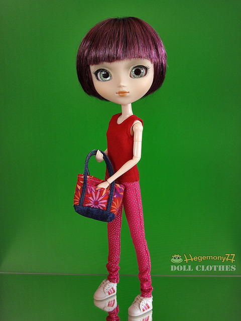 Pullip doll in pink leggings pants with silver dots and red singlet and floral tote bag on Flickr.Doll clothes and photo made by Hegemony77