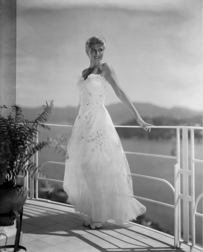 Rita in a stunning dress and with her short blonde hair, ca 1946/47.
