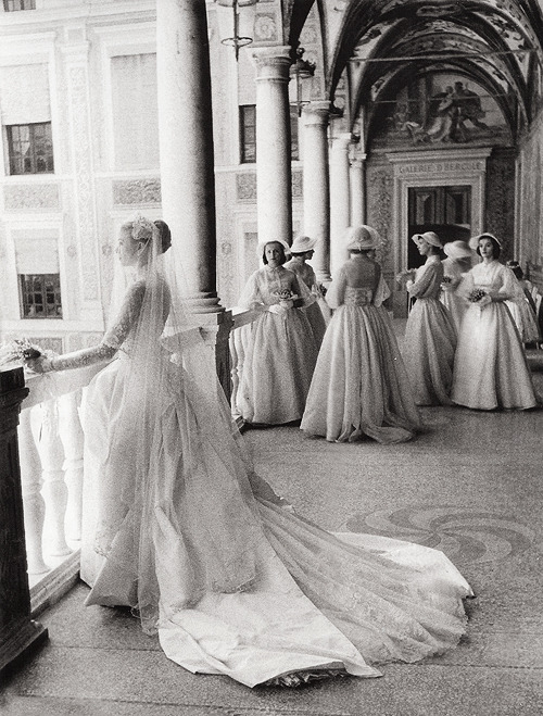 theniftyfifties:  Grace Kelly and her bridesmaids on her wedding day, April 19, 1958. Photo by Howell Conant.