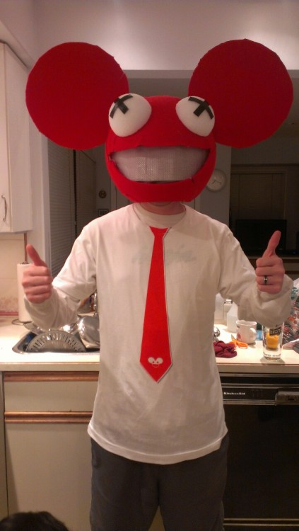 I made the head last halloween, but this year while going on deadmau5.com's store I found the perfect t-shirt to go with!
