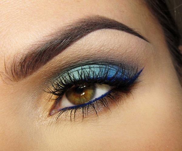 So pretty! Love the blue eyeliner. (via Blue Lagoon | Joanna F.)
