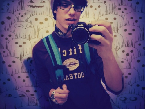 hiramvh:  I'm a nerd who believes in ghosts :3