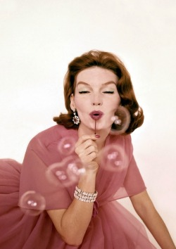 thatssooldfashions:  Bubbles & Diamonds for VOGUE, 1959