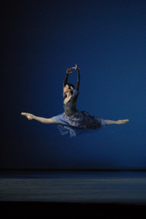 Nina Ananiashvili in Bizet Variations. Photo by Lado Vachnadze.