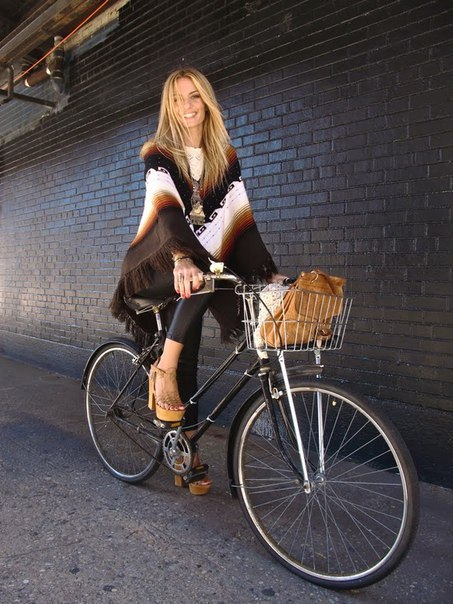 poncho (via bikes-cycling)