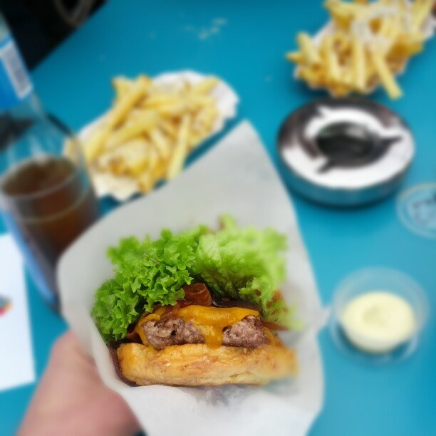 (via .@iamnosupermann | Burger de Ville | Webstagram - the best Instagram viewer)