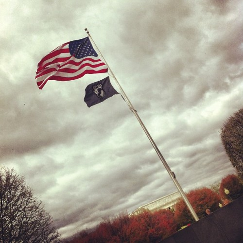 Breezy fall day #flag #dc #iphonography (at Korean War Veterans Memorial)
