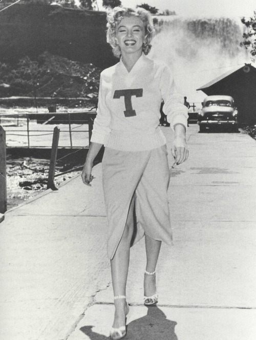 alwaysmarilynmonroe:  Marilyn on location during the filming of Niagara in 1952.