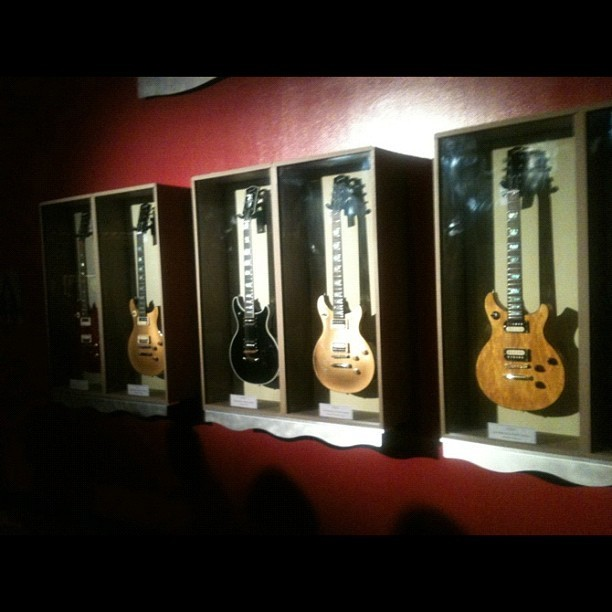 Gawwd I want all these guitars!!