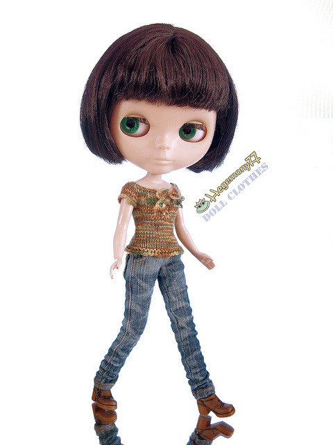 Blythe doll in hand knitted elastic top and worn washed blue denim jeans pants on Flickr.Doll clothes and photo made by Hegemony77