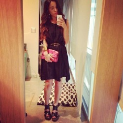 Ready for dinner with the rents wearing @anntaylor clutch, @verawang shoes, @elizandjames dress, @toryburch cuff