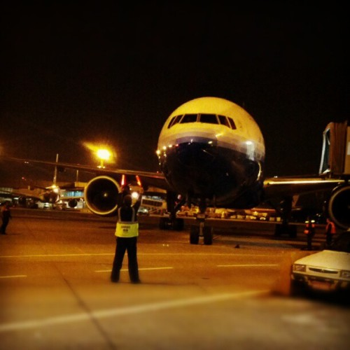 Marshalling a Boeing 777 #avgeek #GRU #airport #aviation