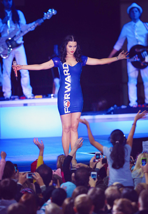Katy performing at a campaign rally for President Barack Obama - 11.03.2012