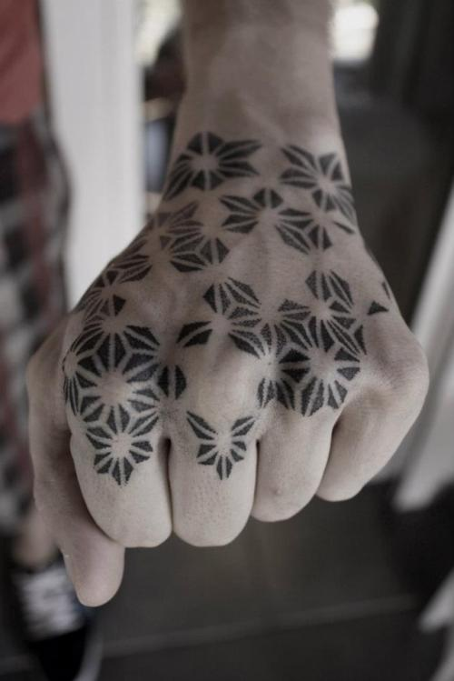 the-starlight-hotel:  hand dotwork by kenji alucky