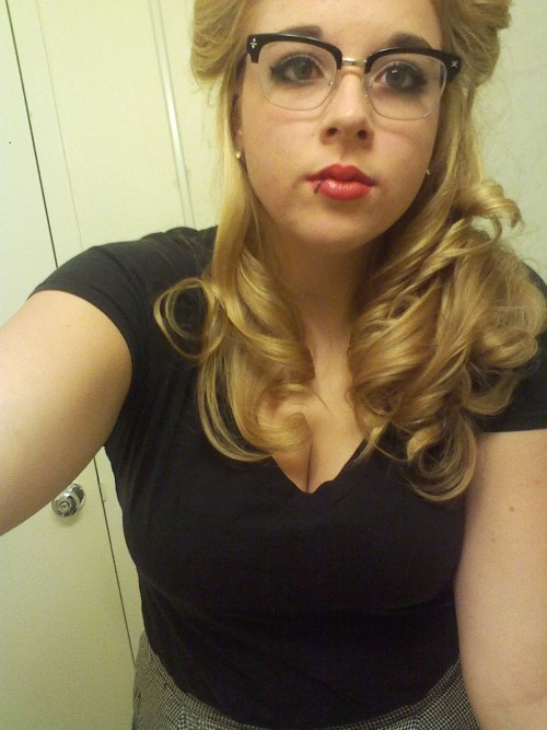 Went out for Halloween again and it was stupid but I was a 50s girl aww yeahh