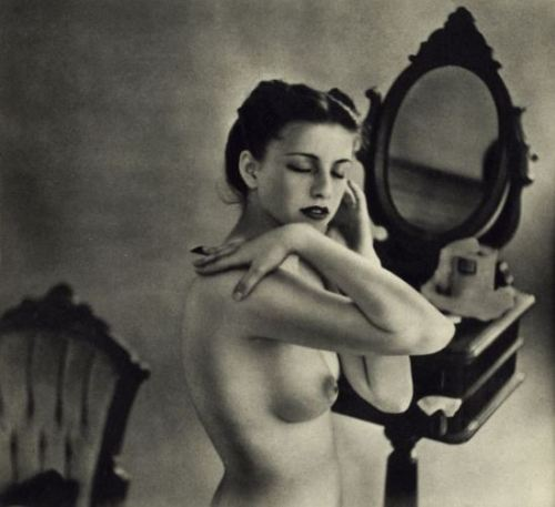 hoodoothatvoodoo:  Fernand Fonssagrives For Figure #1: Greenwich Village Nudes, 1951
