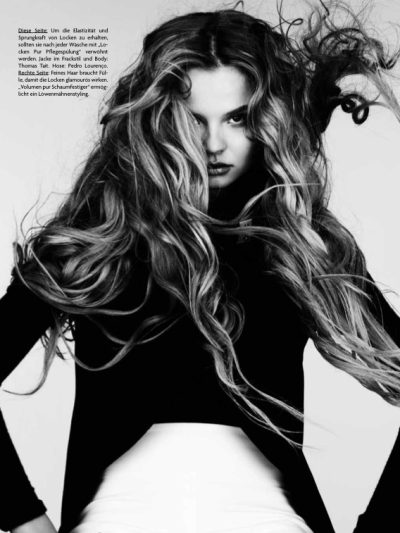 Magdalena Frackowiak | Wilde Wellen | Ben Hasset | Vogue Germany January 2012