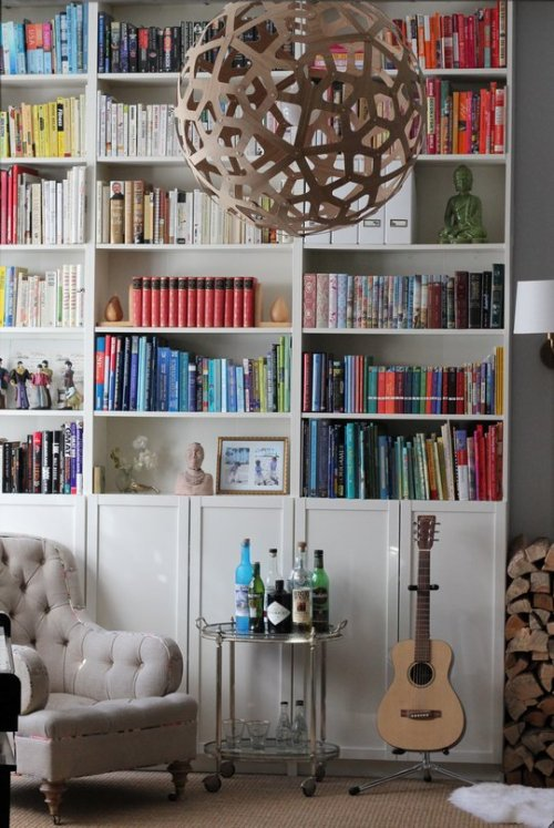 Source: Apartment Therapy Cosy and fun! That bookcase totally makes this room :)