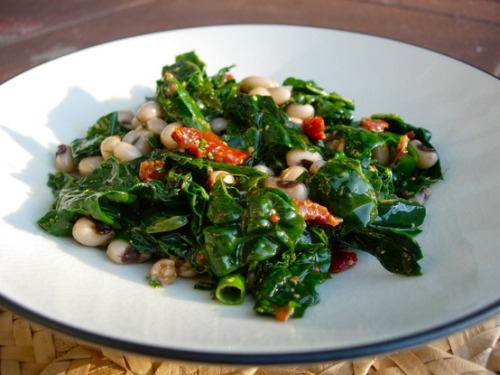 prettybalanced:  Black-Eyed Pea and Kale Salad
