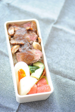 clottedcreamscone:  japanese beef bento by shok on Flickr.  must reblog: Japanese Beef Bento. So beautiful and complete but yet so simple.. I love japanese food!!