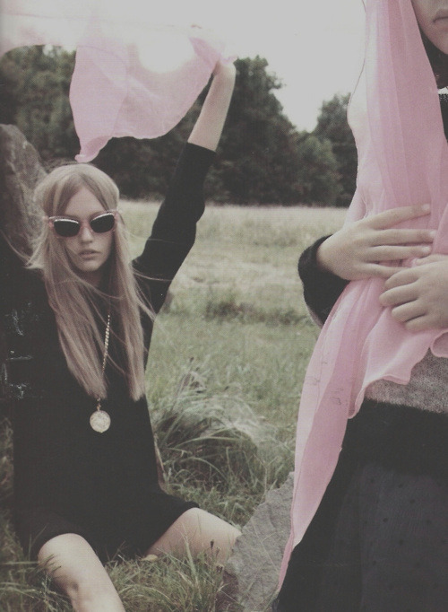 inhaling-roses:  lithium-visions:  demon-daisies:   Sasha Pivovarova by Mikael Jansson in Vogue Paris  click here for more  ✝ S☯FT GRUNGE/M☯DEL BL☯G ✝  ♥