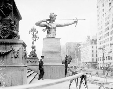 calumet412:  Statue of Diana on the steps of the Art Institute, 1909, Chicago.