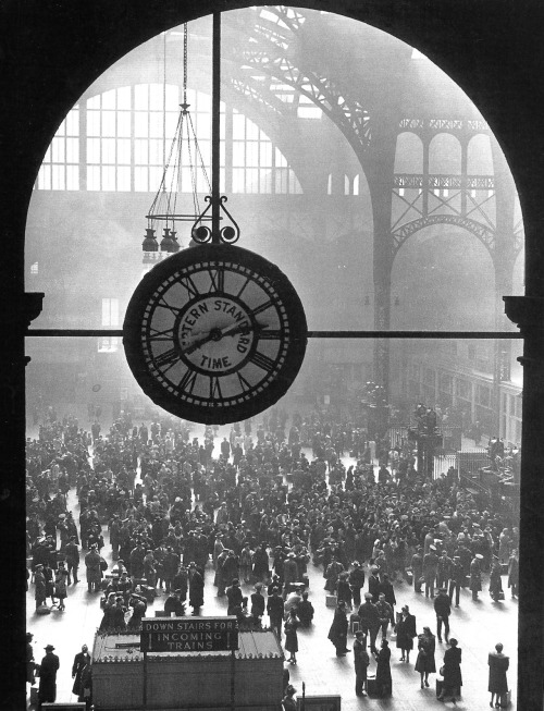 williemckay:  Pennsylvania Station, NYC, 1943.