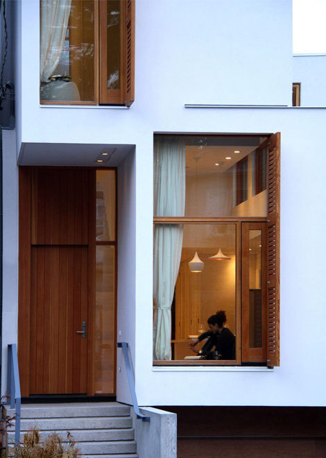 narrow and deep infill house/ja studio + arta design build via: zainteriora