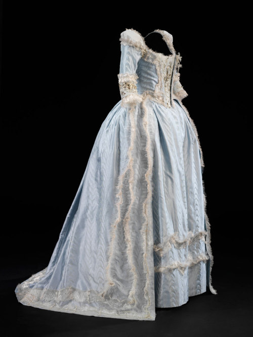 Costume designed by Milena Canonero for Kirsten Dunst in Marie Antoinette (2006). From the V&A via The Jewelry Editor