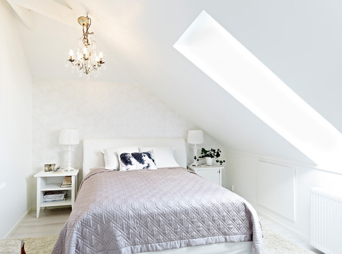 elegant attic bedroom (via stadshem)